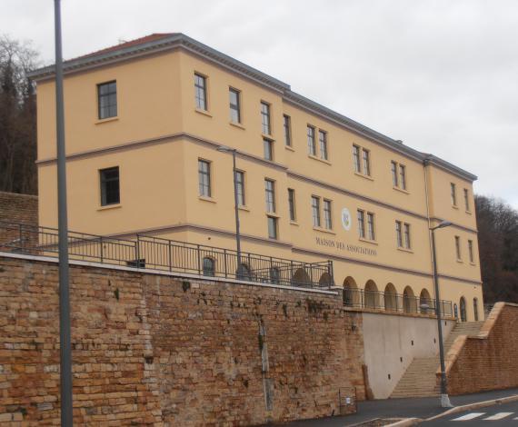 Réhabilitation d'un bâtiment hospitalier en maison communale